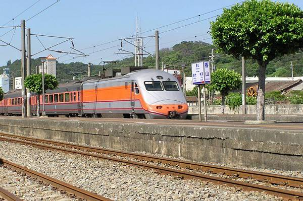 PP自強號 過香山車站
