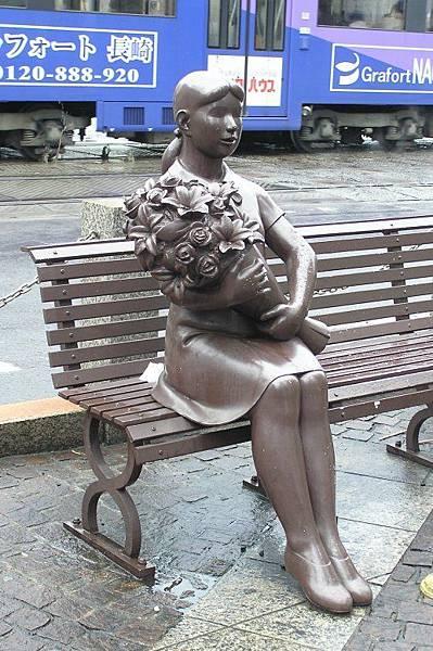 長崎 板凳上的雕像