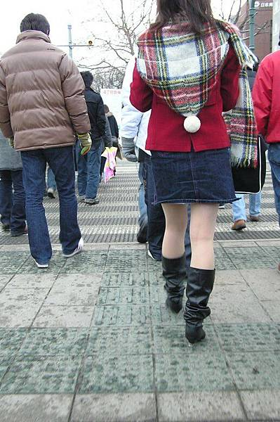 下雪天穿短裙...
