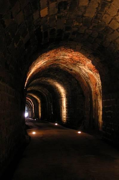 獅球嶺隧道內