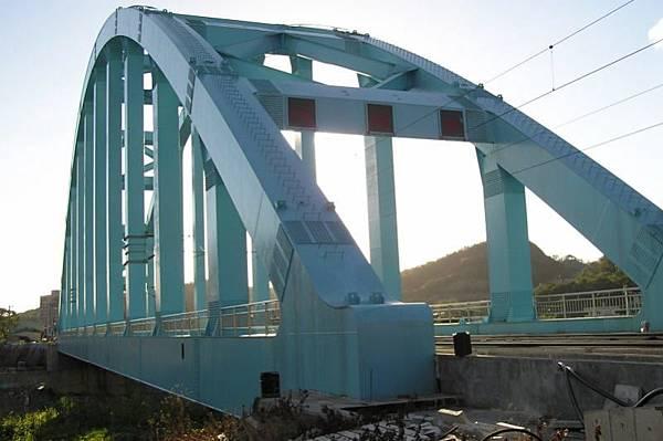 台鐵新八堵橋 基隆側