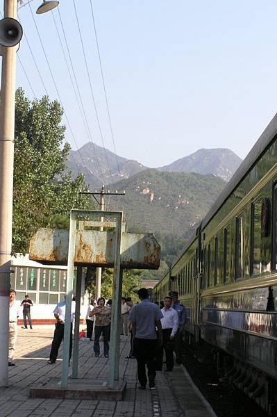青龍橋車站 遠處可見長城