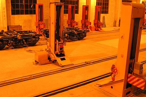 二連列車工廠 準備換寬軌轉向架