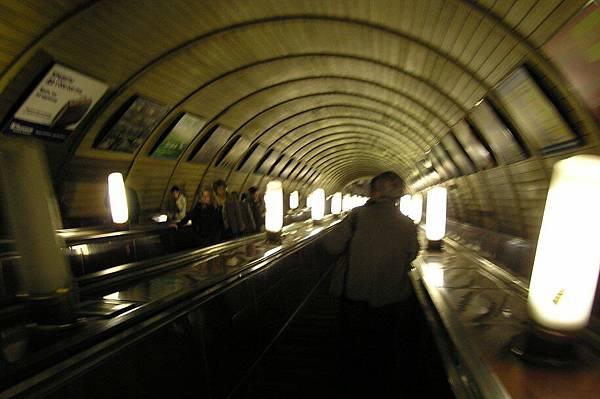 莫斯科地鐵 好長的電扶梯