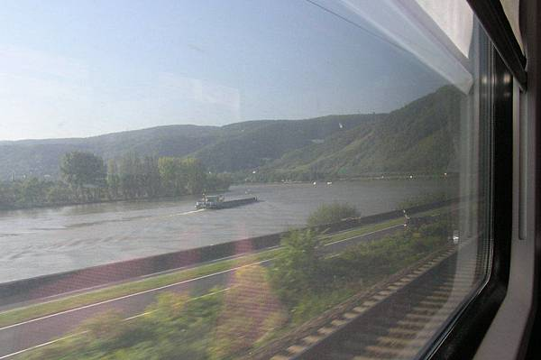 萊茵河上的觀光船