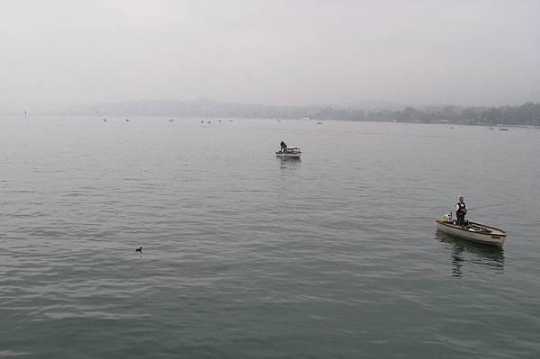 蘇黎世湖上的釣魚者