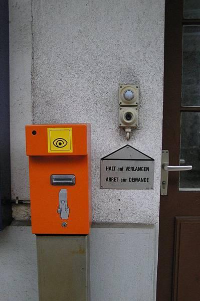 刷票機與呼叫列車停車按鈕