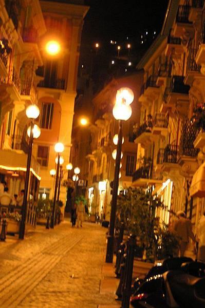 街道 夜景