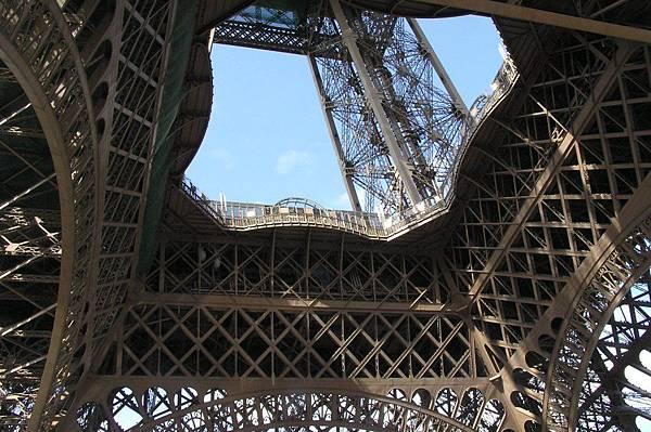 鐵塔的第一層