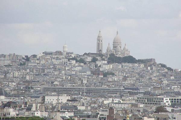 遠眺蒙馬特區 可見聖心堂
