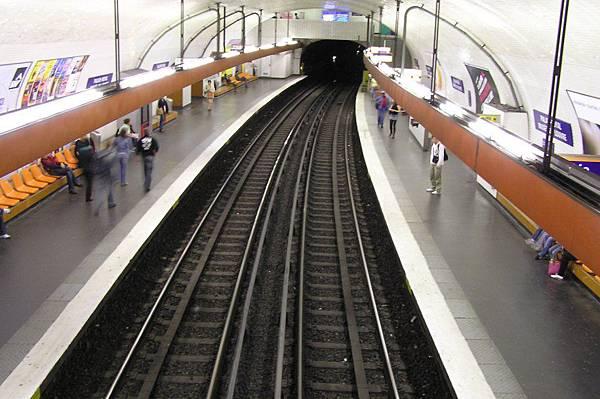 地鐵 羅浮宮站
