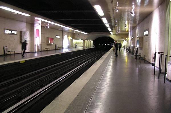 地鐵 羅浮宮美術館站