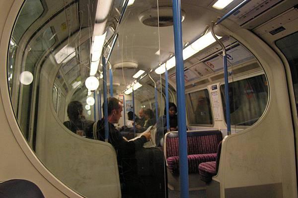 地鐵列車內部