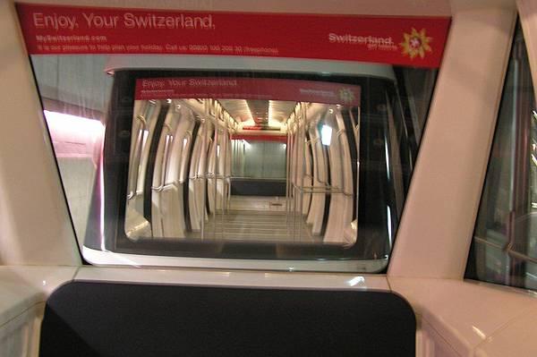 蘇黎世機場的通行電車