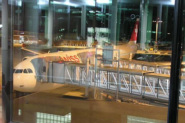 飛往香港的 LX138