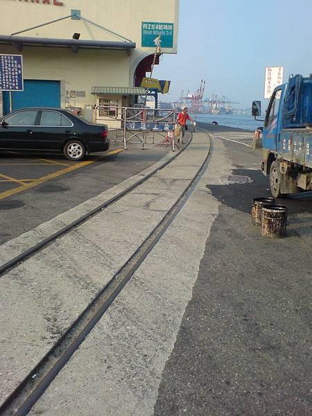 延伸到基隆港西四碼頭的軌道