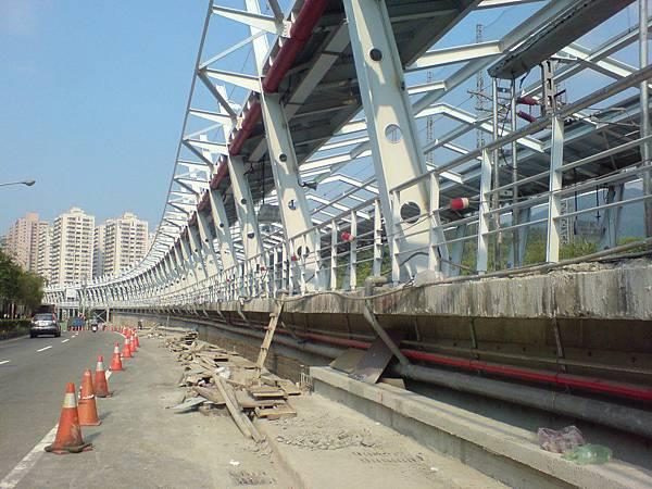 施工中的汐科車站