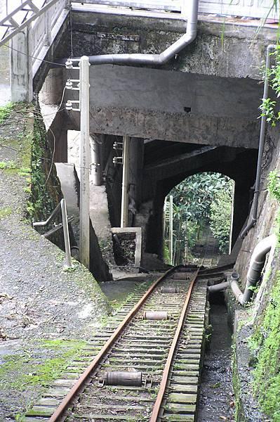 從山下運物品上山的索車道