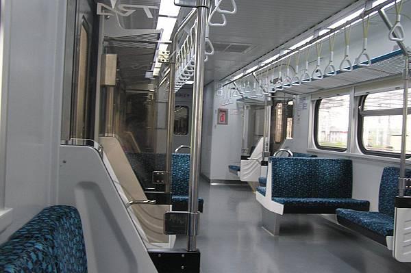 EMU700 內部