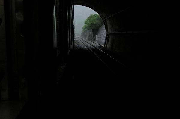 出中央隧道