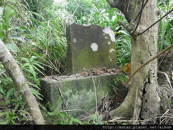 斷掉的石碑
