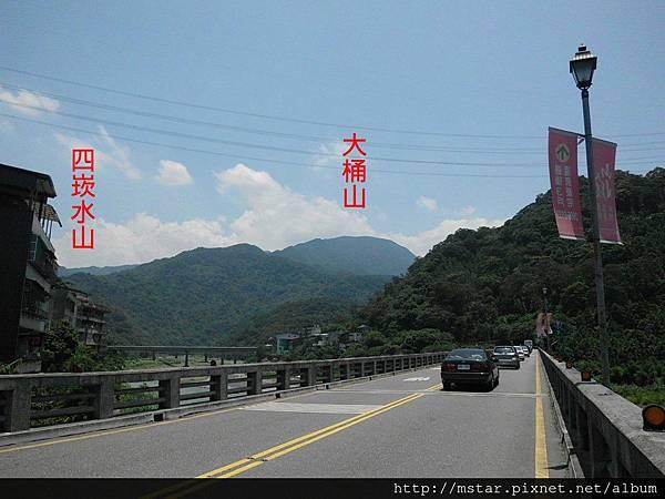 下龜山橋上看大桶山