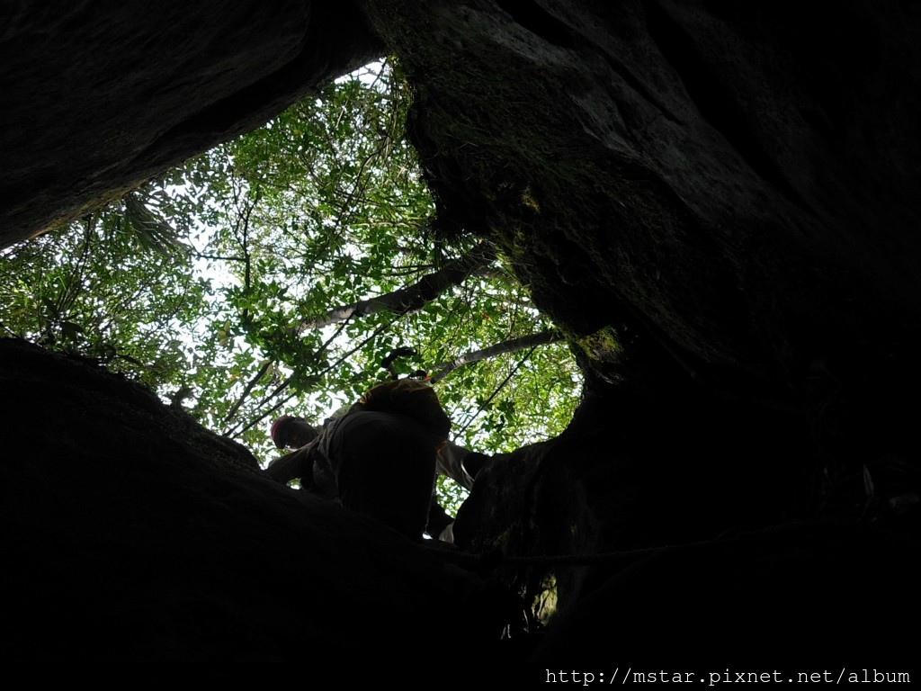 洞穴拉繩下