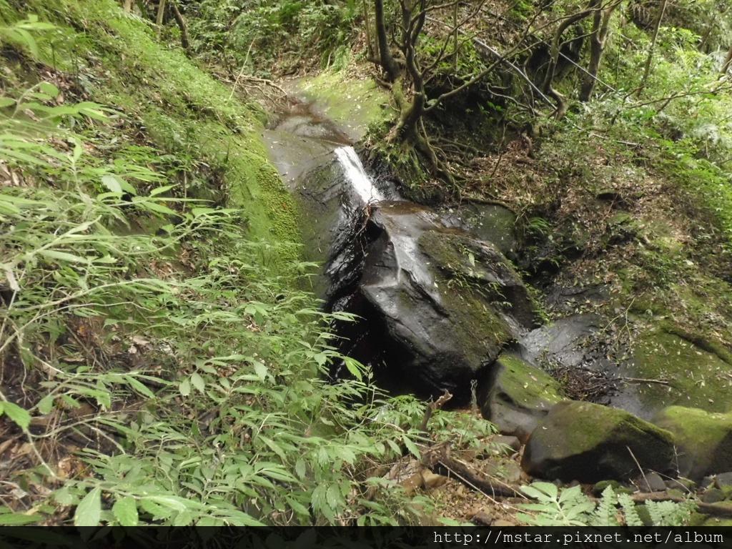 山谷小瀑布