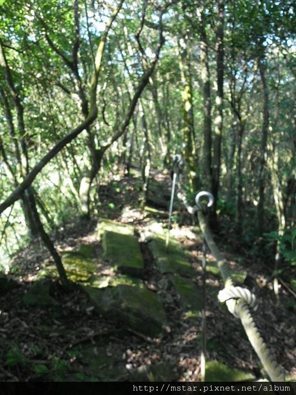 窄稜上的豆腐岩