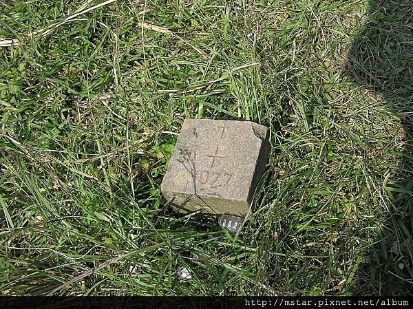 過石梯嶺後發現基石