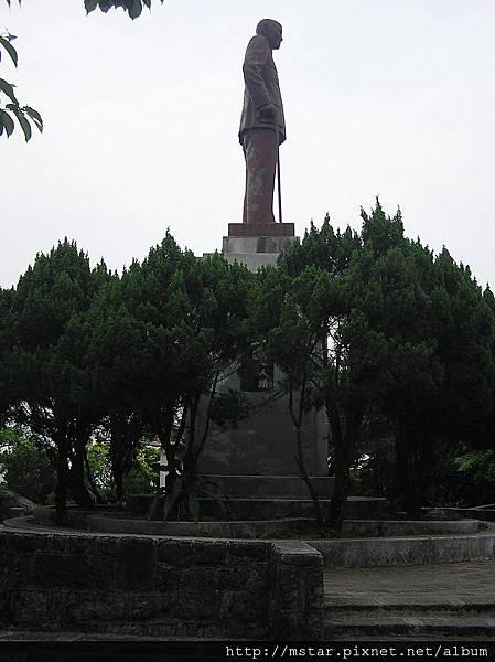 忠勇山頂的老蔣銅像