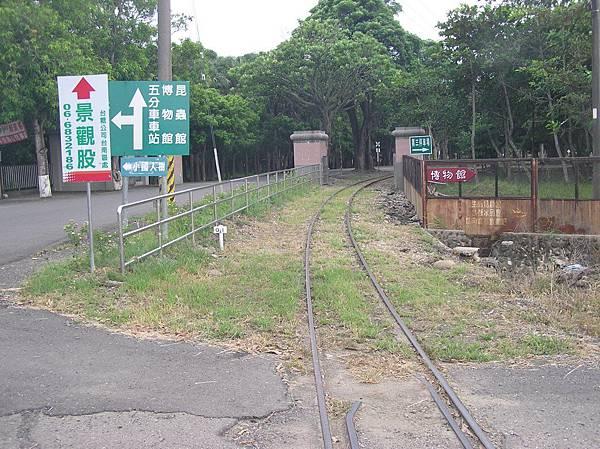 烏樹林糖廠前的糖鐵軌道