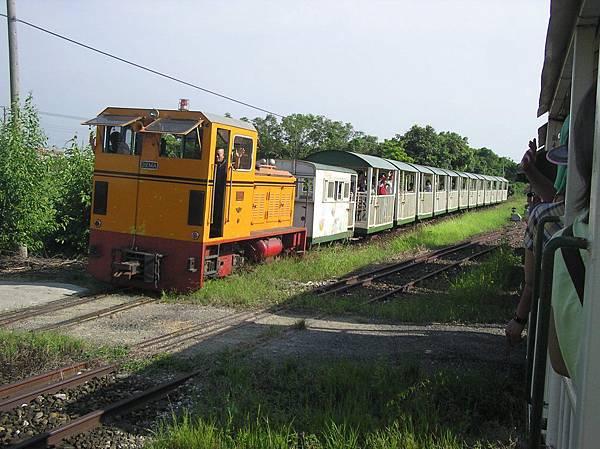 與折返的列車會車