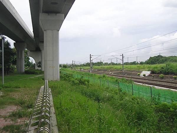 糖鐵與台鐵軌道