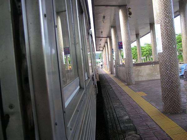 DR2700 開出瑞穗車站