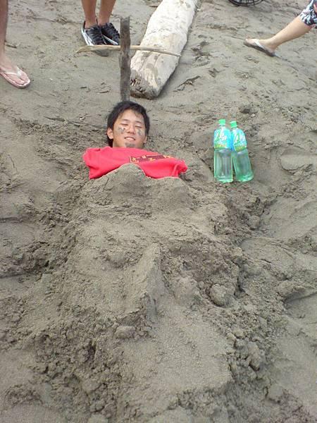 到海灘就是要埋人(小正)
