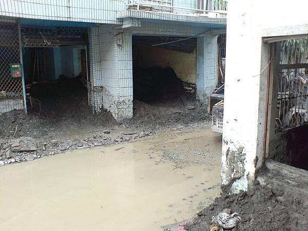 房子內積土積礫石