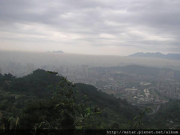 自高麗坑山展望台北市區