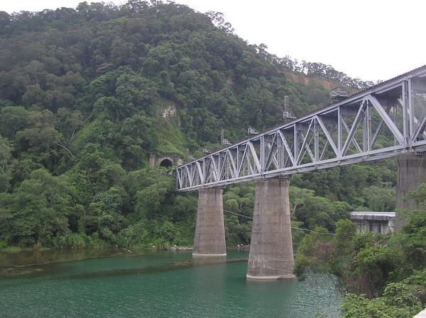 鯉魚潭鐵橋