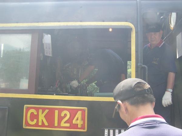 工作人員整備CK124