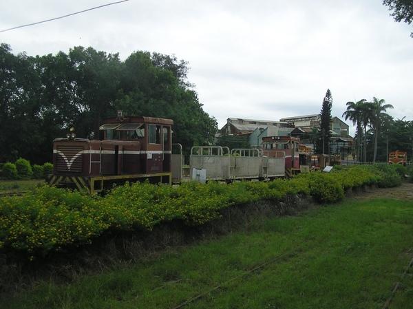 柴油車頭與貨車車廂