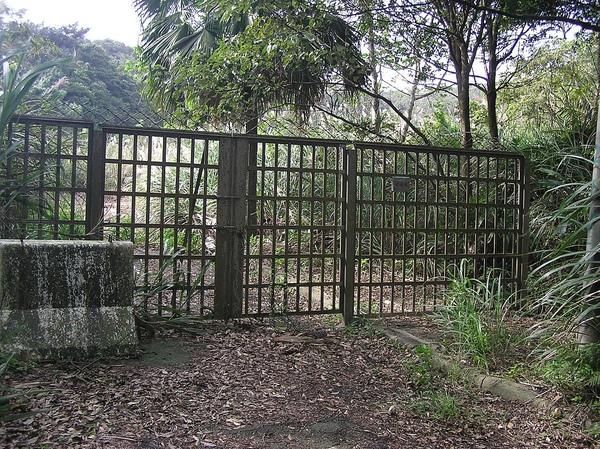 不知用來封鎖啥的鐵門