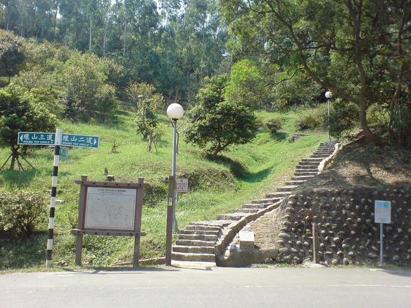 繼續往樟山寺 (茶路步道)