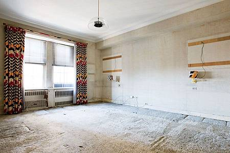 item12.rendition.slideshowWideHorizontal.alexa-hampton-13-manhattan-renovation-guest-room-before