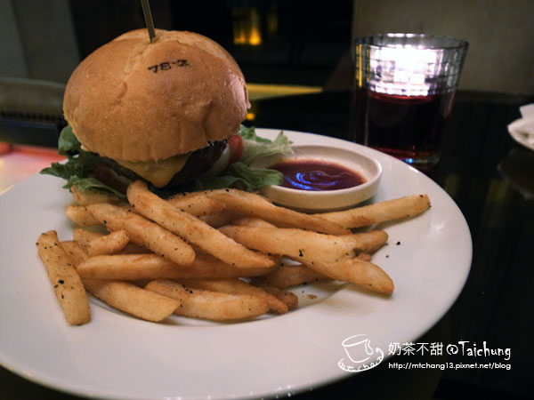 01狠牛起司漢堡