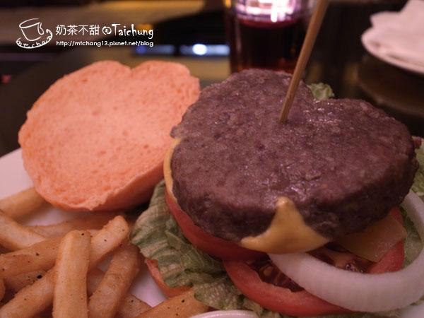 02粉愛牛肉起司漢堡(限量)