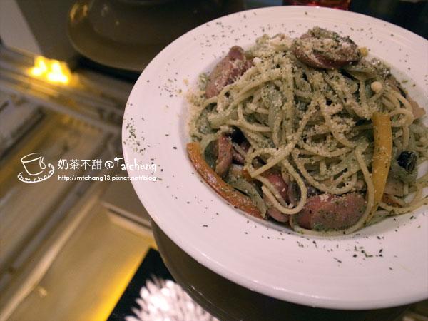 03德式肉腸義大利麵(青醬)