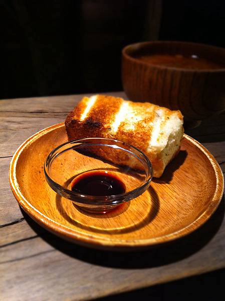 麵包沾紅酒醋