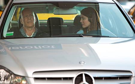 a-good-day-to-die-hard-movie-mcclane-and-daughter-in-c-class