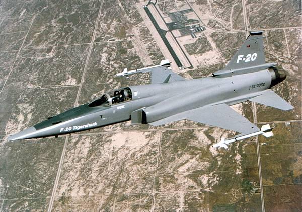 F-20_flying.jpg